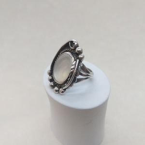 Vintage southwest Mother of Pearl Silver Ring